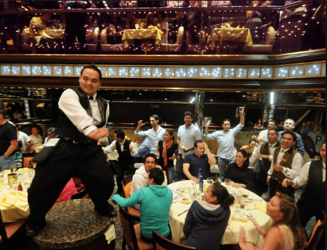crew_restaurant_carnival_cruise_line